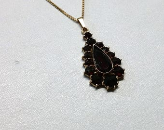 Pendant gold 333 with Garnet stones vintage GA129