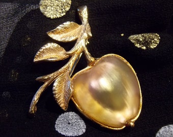 Delicious Coventry Vintage Golden Apple Brooch/Pin Beautiful