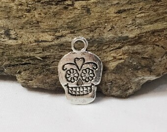 "4 Antique Silver Sugar Skull Charms .5"" KB018"
