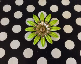 Big Time Blooms~Green Daisy~Sarah Coventry~Brooch~Pin