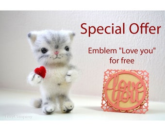 Felted Striped Cat with Heart, Needle Felt Animal Toys, White and Gray Kitten, Gift for Cat Lover.