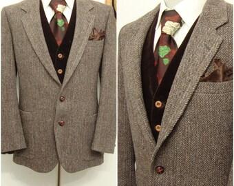 Vintage Classic Brown Beige Grey Herringbone Tweed Wool Sport Coat / Men's Hunting Blazer / Suit Jacket / Size 38 / Medium / M