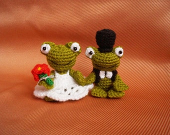 Crochet Frog wedding couple  His and Hers Gift for couple plush toad pair Valentine's Day gift stuffed Animals knitted gift bride and groom