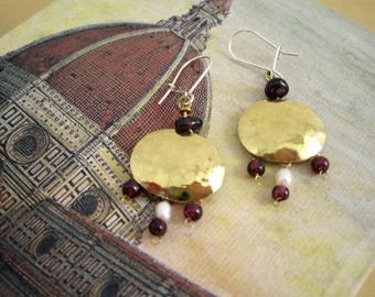 "Antique style brass with garnet and pearl earrings ""Melagrana"""