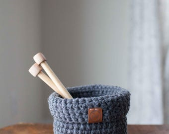 Small crocheted foldover basket // featured in Charcoal