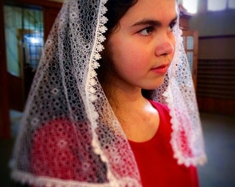 Delicate Knitted Lace White Veil / Catholic Veil / Chapel Veil / Eucharistic Veil / First Communion Veil / Latin Mass Lace Headcovering