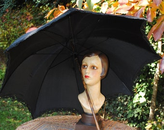 Umbrella in black silk satin 1900.