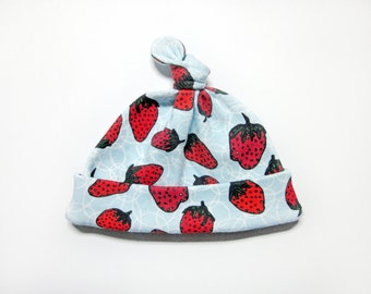 Newborn Hospital Hat, Strawberry Baby Gift, Organic Newborn Hat, Baby Top Knot Hat, Organic Baby Hat, Organic Baby Clothes, 0-3 M, Baby Girl