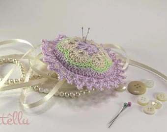 Pincushion round crocheted in pastel colors / Lace vintage style / Sewing room Decoration