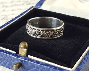 Marcasite 925 Silver Band Ring with Hearts. Size UK K L / US 6
