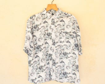 Vintage White And Blue Short Sleeved Patterned Shirt - Size Medium