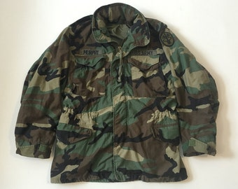 Vintage US Army camo jacket w patches and drawstring cinch waist