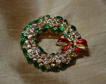 Vintage Wreath Brooch.  Rhinestones and enameled gold tone J2-022