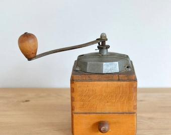 French Vintage Coffee Grinder, 1950s Coffee Grinder, Vintage Coffee Grinder, Rustic Coffee Grinder