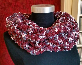 Small loop in dark red brown with pimples, Capelet, circle scarf, wool scarf, Loopschal, tube scarf