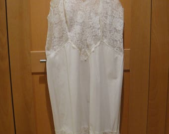 Vintage Vanity Fair size 32 very lacy with adjustable straps blue label beauty