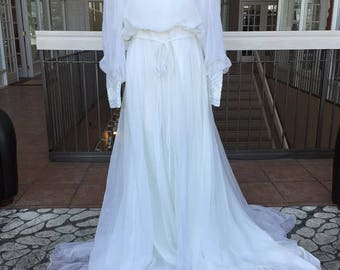 White Vintage Wedding Dress with Patterned Neck (1983)