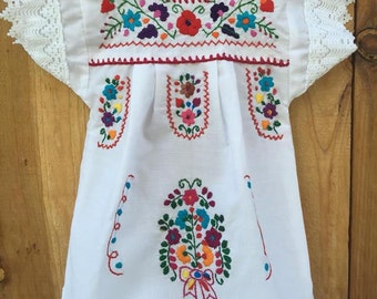 Mexican hand embroidered dress size 3 −anos