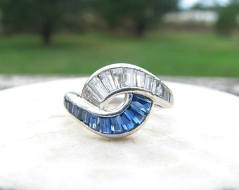 Striking Diamond Sapphire Swirl Ring, Platinum, Fiery Diamonds, Beautiful Blue Sapphires, Art Deco to Retro Period