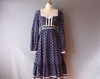 vintage gunne sax dress / 70s blue calico dress / floral prairie dress / size 5