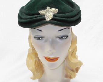1950s Vintage Green Velour Hat with Beaded Pearl Accent