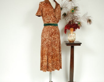 Vintage 1940s Dress - Darling Abstract Print Brown Rayon Jersey 40s Day Dress with Contrasting Collar and Buttons