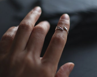 Sterling silver wrap ring / Organic ring / Unrefined ring / Modern ring / Midi Ring