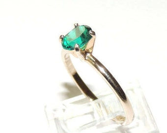 Size 7.5 Green Stone  Ring