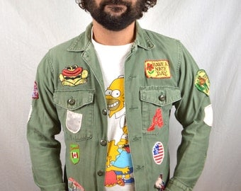 Vintage USA 1970s 70s Army Military Olive Green Button Up Shirt with Patches
