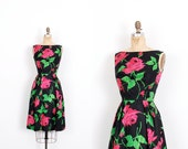 Vintage 1950s Dress / 50s Rose Print Silk Cocktail Dress / Black and Pink ( extra small XS )