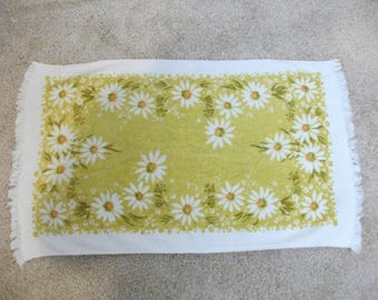 Cheerful Green 70s Daisy Floral Hand Towel Set