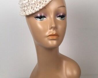 Vintage 1950s Modern Miss White Fascinator