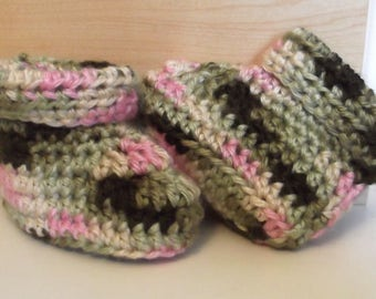 GIRL CAMO Baby Boot.....Newborn, 0 to 3 Month and 3 to 6 Month size...Roll Down Cuff...Just Added...Warm & Soft for Baby's Comfort