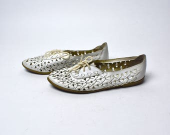 White Leather Woven Shoes by G & R, Size 6 / Genuine Leather Sandals / Boho Flats