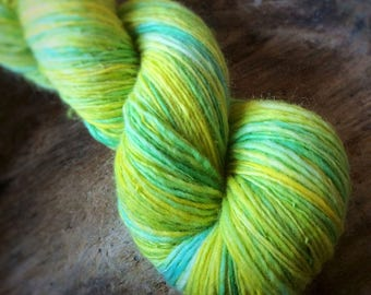 Daydreamer - NZ corriedale wool  - single thread handspun shawl yarn 100gr 410m