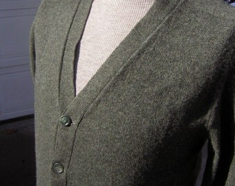 Vintage 60s Cardigan Mens Made in Scotland Lambswool Mothproof Size 40 Moss Green - Soft & Warm
