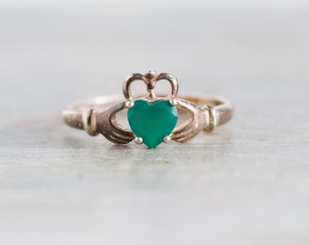 Claddagh Ring with Green Stone - Vintage Sterling Silver Irish Celtic Ring - Size 10
