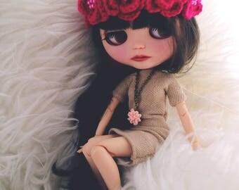 Flower headband. Blythe clothes. Hot pink flowers. Blythe red frida. ooak Blythe accessories. Blythe doll hat. ooak Blythe