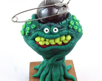 Magnacrom the magnet brained alien, A OOAK handmade polymer clay figurine