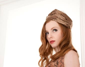 Vintage beige pillbox hat, 1950s woven formal pin-up mid-century, taupe netting veil
