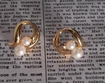 Classic Avon Pearl Earrings Set in Gold
