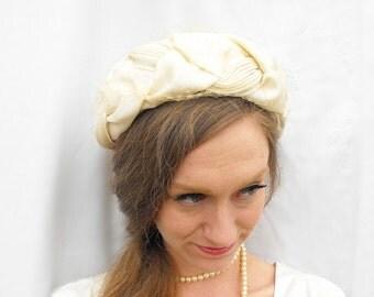1950s Braided Bridal Halo Pillbox Hat Vintage Pleated Ivory Cream Veiled Millinery Headpiece Ecru Wedding Fascinator Off-White Veil Netting