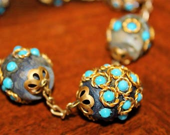 Vintage Exceptional Unique Speckled Wooded Round Balls Turquoise Lucite Necklace NC1