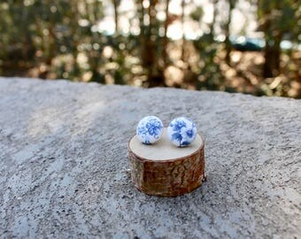 Blue Floral Fabric Button Earrings // Indigo White  // Tiny Flower Earrings // Vintage Earrings // Covered Buttons // Studs