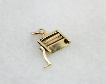 Vintage Laundry Wringer Charm in Yellow Gold XUM58L-D