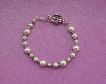 White pearl bracelet, simple pearl bracelet, white bridal bracelet, bracelet for bride, white wedding bracelet, vintage pearl bracelet gift