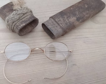 Vintage goldframe glasses and case