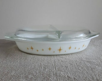 Pyrex Constellation pattern divided / sectioned casserole dish w. lid #963, 1.5 qt // yellow atomic stars on white pattern, retro kitchen