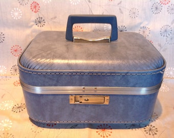 1960s Ladies Train Case. Women's Retro Vanity Case. Travel Beauty Case. Travel Cosmetics Case. Women's Luggage. 1960s Retro Overnight Case.