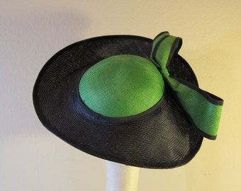 Vintage Mr. John Classic Navy and Green straw hat, 21""